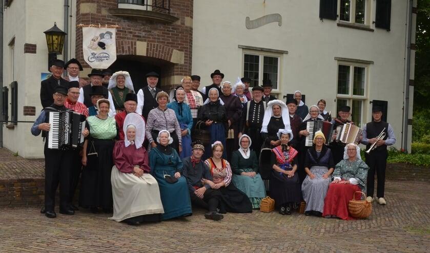 <p>Folkloristische dansgroep De Iesselschotsers. Foto: Johan Braakman Fotografie</p>
