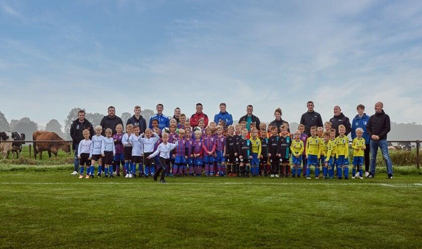 De jeugdteams bij SV Westendorp. Foto: Rinus Luijmes