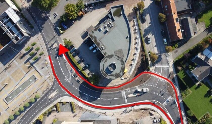 <p>Overzicht van de nieuwe verkeerssituatie. In het rood de nieuwe fietspaden. Foto: gemeente Oost Gelre</p>