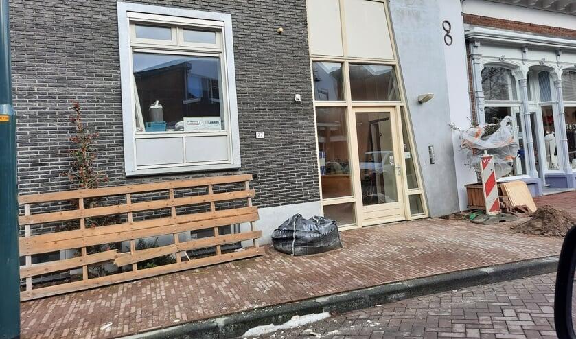 <p>De voormalige bioscoop wordt verbouwd tot vier huurappartementen. Foto: Kyra Broshuis</p>