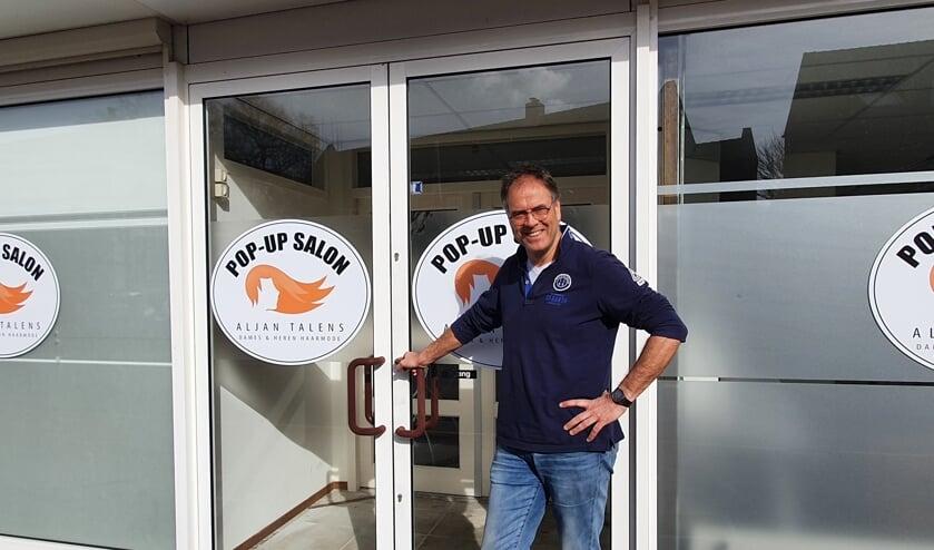 <p>Aljan Talens voor zijn pop-up salon in Warnsveld. Eigen foto</p>