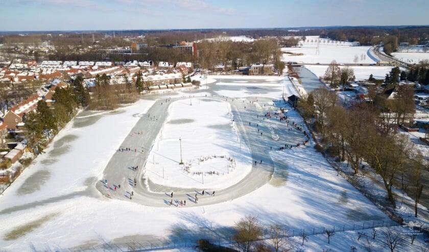 <p>De leden hebben met veel plezier hun rondjes kunnen schaatsen op de prachtig geprepareerde natuurijsbaan. Foto: Steven de Vries</p>