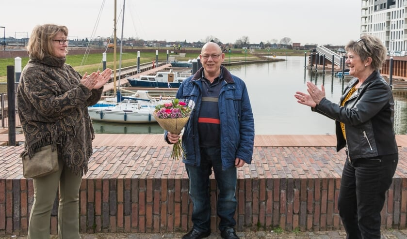 Erica van Hoorn, voorzitter van het Wijkteam Noorderhaven; Kees Tazelaar; Jenny Vermeulen, lid van het Wijkteam Noorderhaven. Foto: Henk Derksen