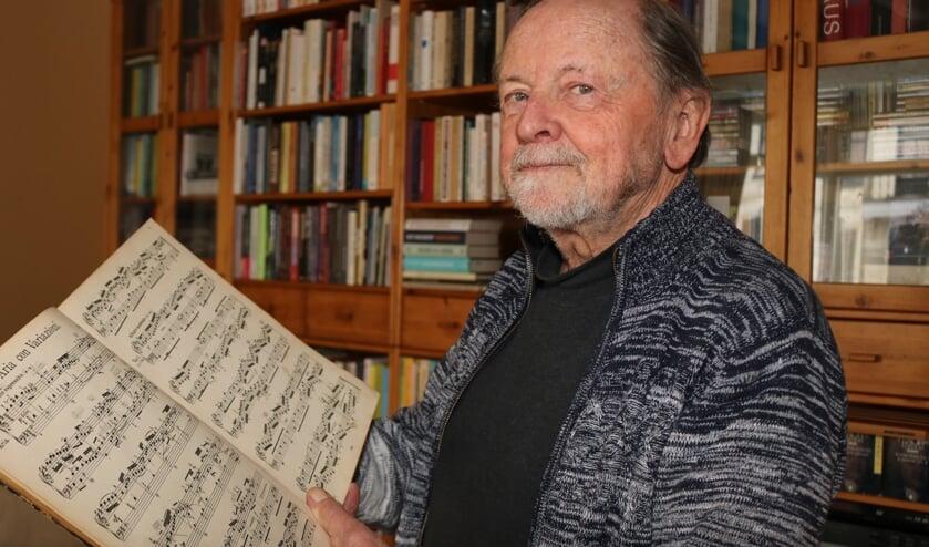 <p>De Bachpartituur kan Rien Wulffraat doorkijken, ook dit jaar zijn er echter geen Bachweken in Lochem. Foto: Arjen Dieperink</p>
