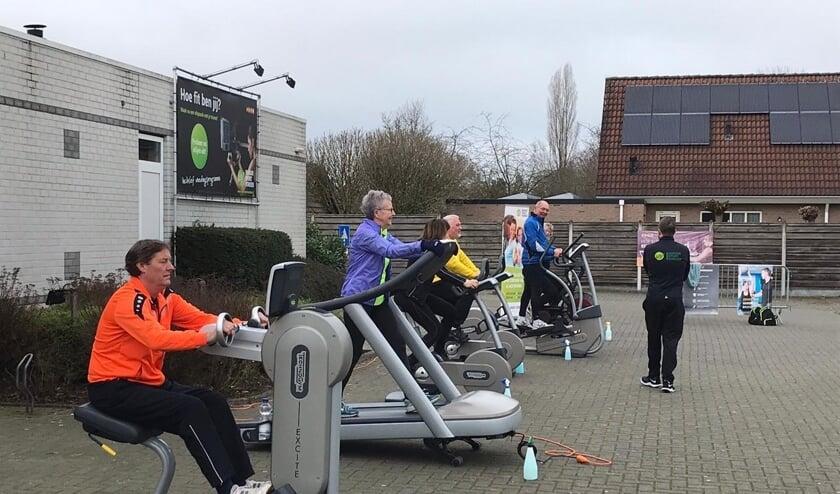 <p>Tientallen leden van Indoor Sport Vorden gaven zaterdag gretig gehoor aan de oproep om deel te nemen aan de actie. Op een vooraf gereserveerde tijd kon er buiten worden geroeid, gefietst of gelopen. Foto: PR</p>