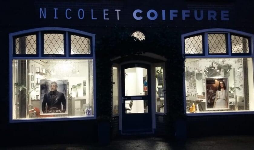 <p>Onder meer AMIKappers, Swift Hairfashion en Nicolet Coiffure deden mee aan de actie &nbsp;#lichtvoordathetuitgaat. Foto: PR</p>