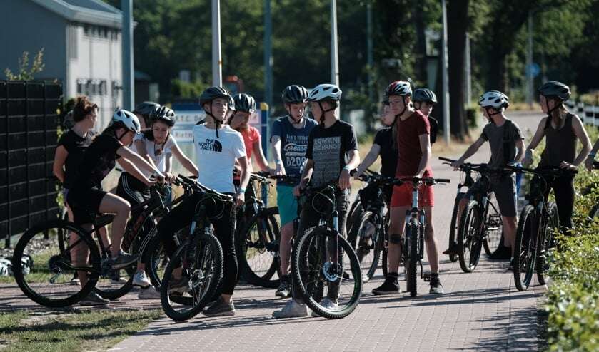 Jongeren kunnen onder andere meedoen aan het mountainbiken. Foto: PR