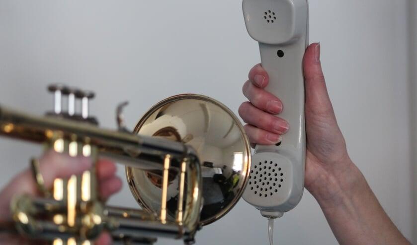 Muziekvereniging Crescendo biedt muzikale opstekertjes via de telefoon. Foto: Noortje Jolink