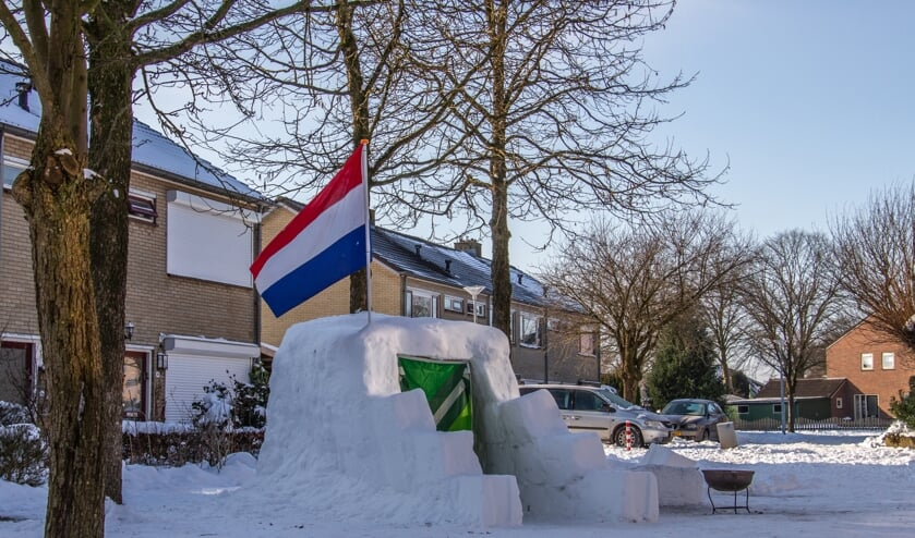 <p>De hele buurt bouwde mee aan deze enorme iglo, Bernhardbunker genoemd. Foto: Liesbeth Spaansen</p>