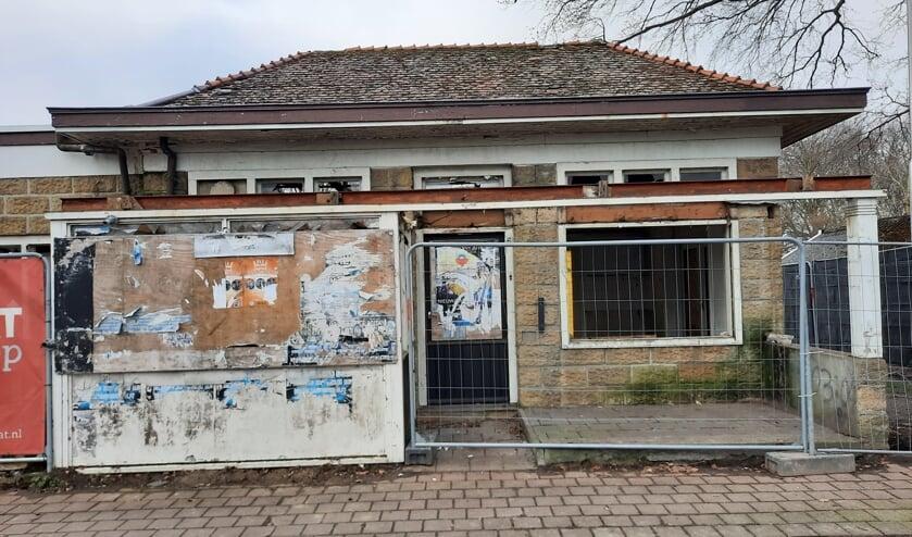 <p>Buurtbewoners zien de verbouw van het oude pand niet zitten, zegt Tonnie Klein Gunnewiek. Foto: Kyra Broshuis</p>