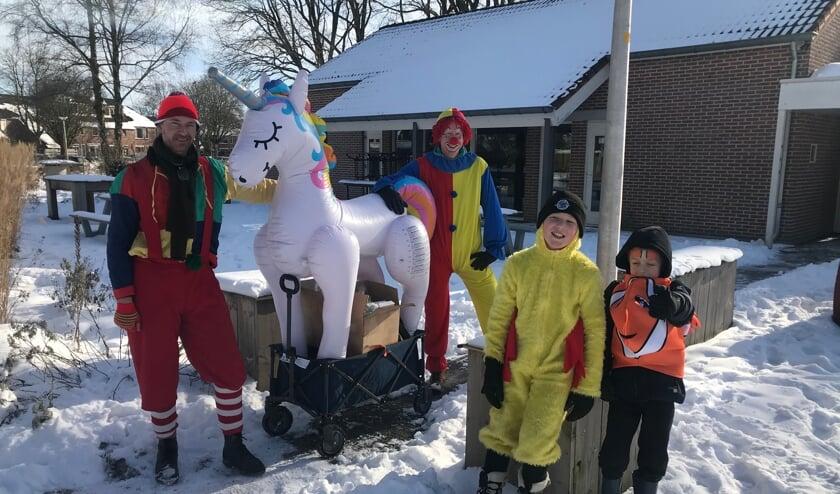 <p>De clowns zijn klaar voor hun wensenvervultocht. Foto: Barbara Pavinati&nbsp;</p>