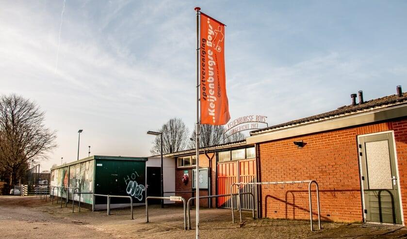<p>De huidige accommodatie van Keijenburgse Boys, waar het nieuwe multifunctionele sportcomplex zal worden gerealiseerd. Foto: Liesbeth Spaansen</p>