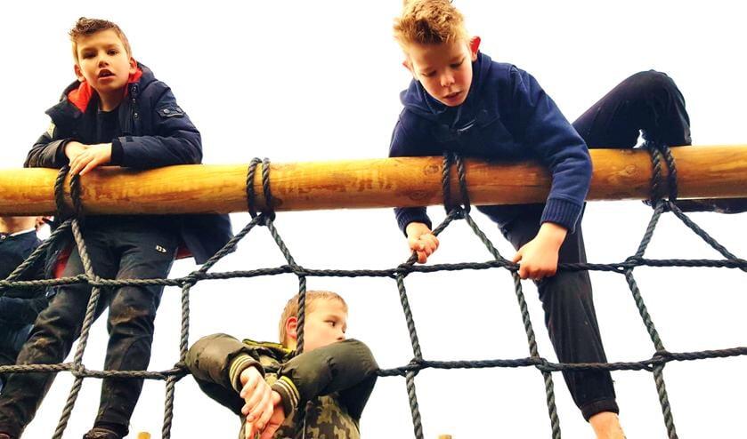 <p>Jeugdleden in het net. Foto: PR Outdoor Winterswijk</p>