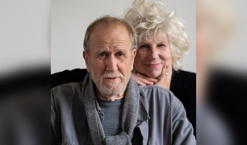 Deze foto werd gemaakt bij de notaris waar A.L. Snijders en Ineke Maria Swanevelt het idee aangereikt kregen te trouwen. Beeld: Punkmedia