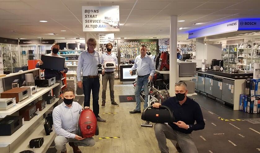 Team Obbink locatie Winterswijk: voor Marco Wiegerink (links) en Jan Witteveen, achter Pim Obbink (links), Nico Brethouwer, Tim Roos en Richard van de Vlekkert. Foto Han van de Laar
