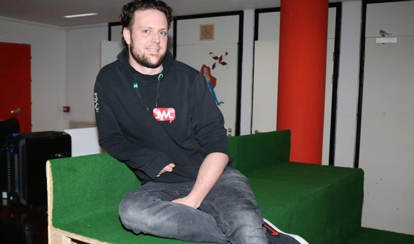 <p>Jaap van Drunen kan nog even plaatsnemen in het Jongerencentrum. Foto: Arjen Dieperink</p>