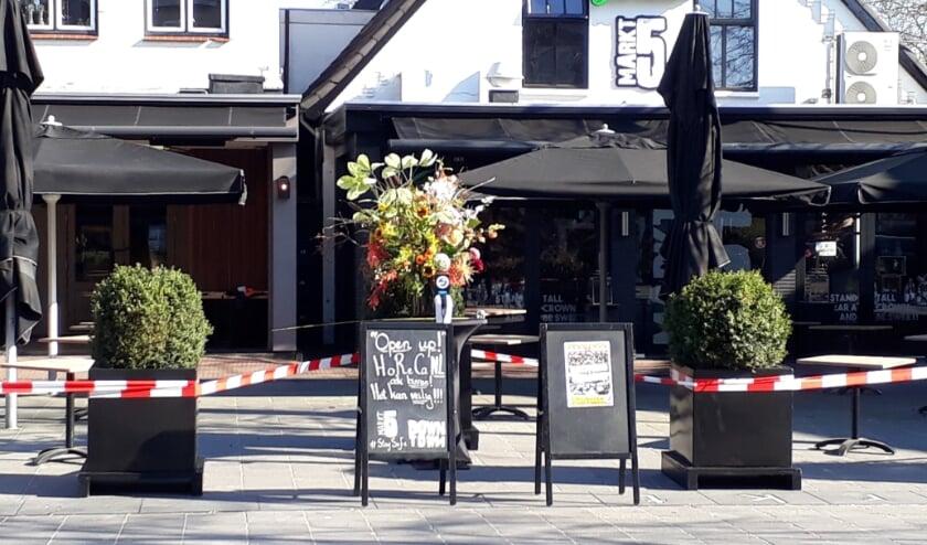 De Lichtenvoordse horeca voert actie om de terrassen weer te mogen openen. Foto: Annekée Cuppers