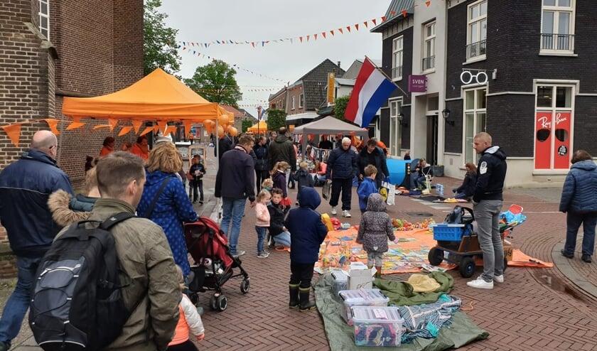 <p>In 2019 was het gezellig druk in Ruurlo tijdens de vrijmarkt. Foto: Jan Hendriksen</p>