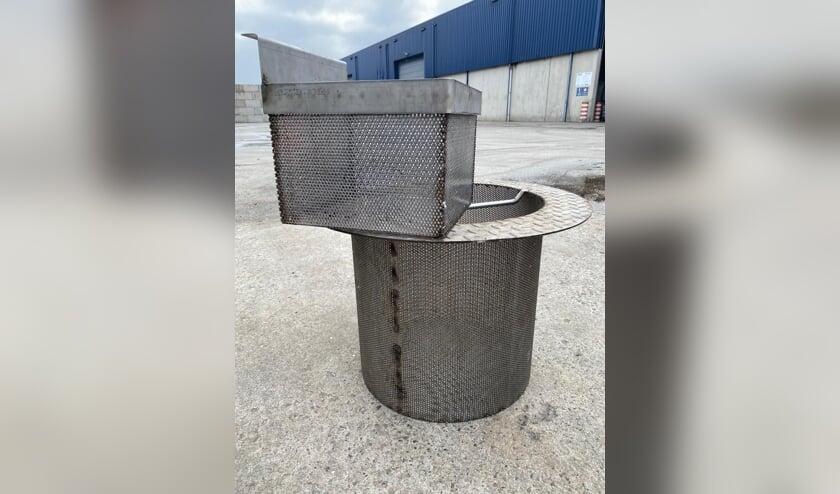 <p>Daly Plastics heeft korven geplaatst in de straatkolken zodat eventueel wegwaaiende korrels niet meer in het afvoerwater terechtkomen. Foto: PR</p>