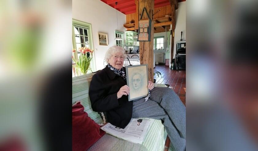 Mevrouw Rita Baron-Monasso met het zelfportret van Armati. Foto: PR