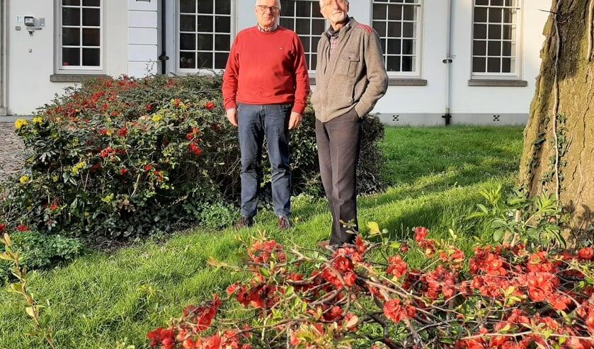 <p>Hans Derksen (l) draagt het voorzitterschap vol vertrouwen over aan Bert Vroon. Foto: Meike Wesselink</p>