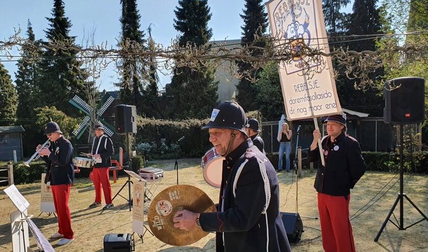 RebElsje in actie tijdens een coronaoptreden. Foto: Henri Walterbos/Achterhoek Nieuws