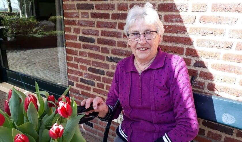 <p>Mevrouw Joke Wiegman-Kets viert haar 60-jarig jubileum bij Mozaïek. Foto: Ria Regelink</p>