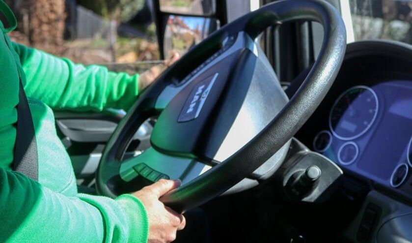 Omar wil dolgraag aan de slag als vrachtwagenchauffeur. Foto: PR