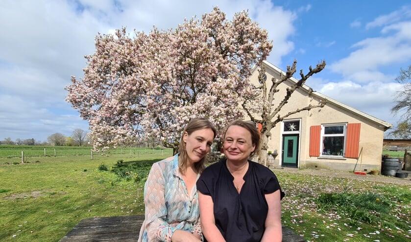 """Maartje Epema (links) en Mirjam van Biemen: """"Door de podcast is onze vriendschap hechter geworden."""" Eigen foto"""