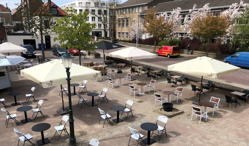 <p>De twee ruim opgezette terrassen op het Hubertusplein. Foto: PR</p>