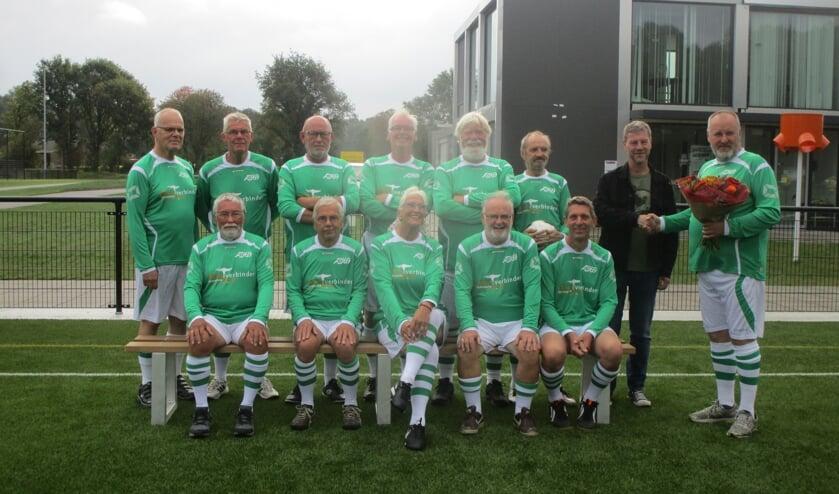 De 'walking footballers' in tijden toen er nog handen werden geschud en men geen afstand hield... Foto: PR