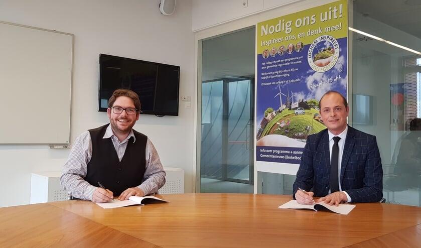 <p>Burgemeester Sebastiaan van &rsquo;t Erve en Marc Janssen van het meldpunt tekenen een samenwerkingsovereenkomst. Foto: PR</p>