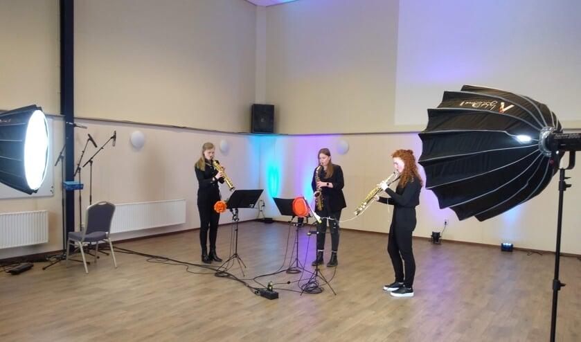 Opnames voor het digitale Koningsdagconcert in de Klephoorn door Ezra te Paske, Arianne Jentink en Loïs Hieltjes. foto PR Eendracht