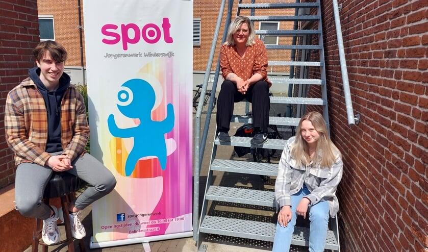 <p>Van links naar rechts: Dominique Dorland, Nicole Rouwmaat en Laurel Wijgerink vormen het &lsquo;Spotlightteam&rsquo;. Foto: Han van de Laar</p>