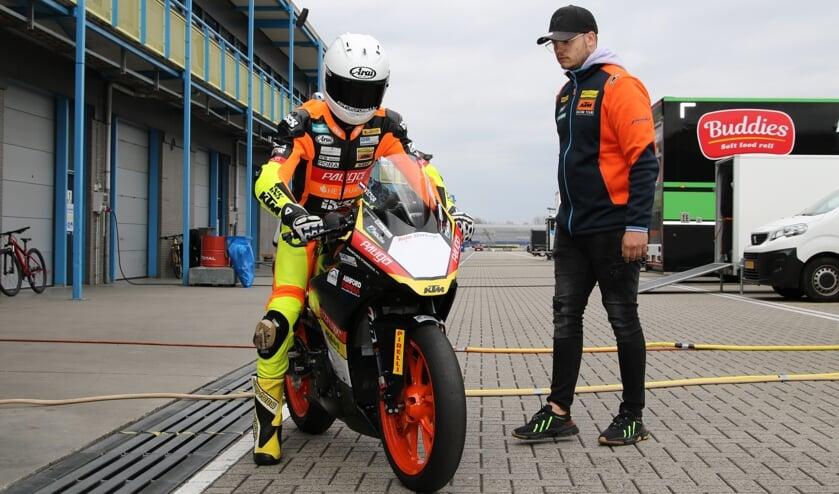 <p>Victor Steeman op zijn eigen KTM. Foto: Henk Teerink</p>