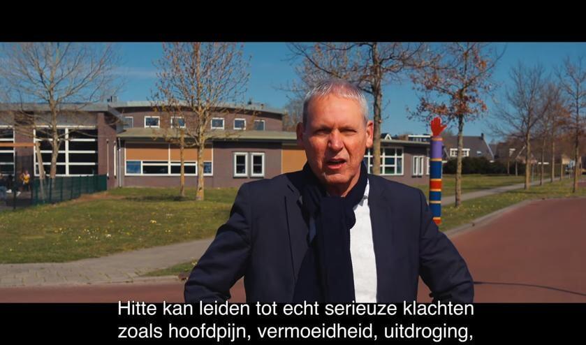 <p>Wethouder Jos Hoenderboom vertelt in een filmpje over het gevaar van hittestress. Foto: Kyra Broshuis</p>