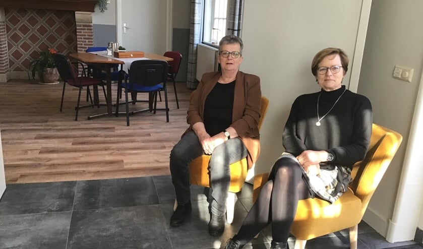 <p>Anja Jolink en Fanny Brinkman in het Leerhuys. Foto: Mirjam Rensink</p>