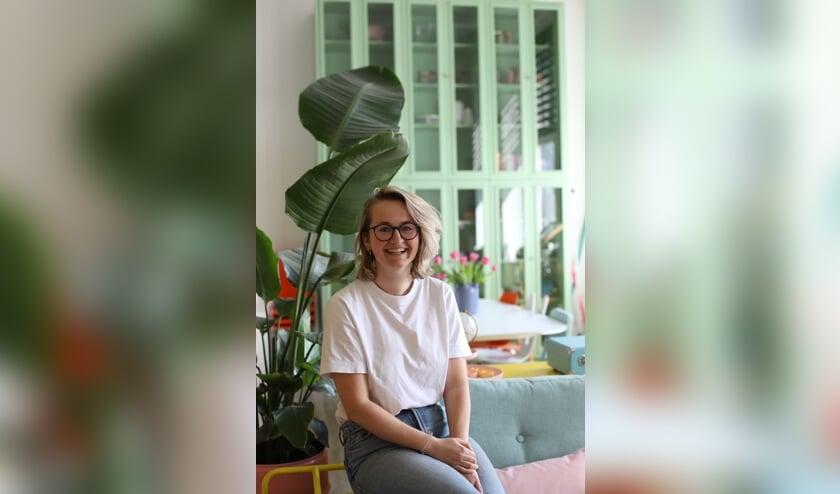 Lynn Rouwhorst in haar woning. Foto: Marije Kocken