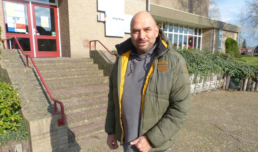 <p>Van Beek is nog altijd voorstander van verplaatsing Boogie Woogie naar Gerrit Komrij College. Foto: Bernhard Harfsterkamp</p>