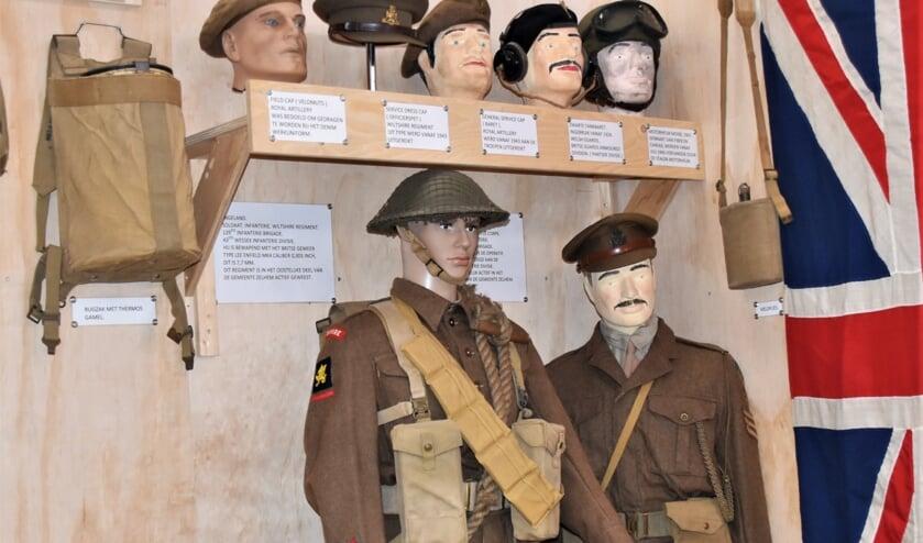 <p>Originele tenues van het Britse leger ten tijde van WOII. Foto: Alice Rouwhorst</p>