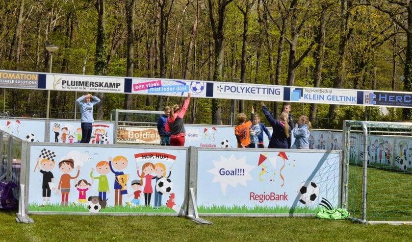 <p>Lekker bezig met het pannavoetbal. Foto: Gerrie Evers/ZZC &#39;20</p>