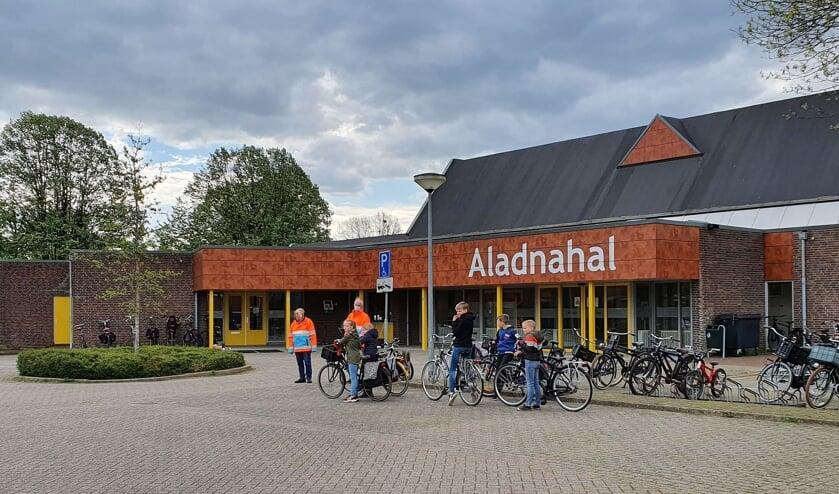 De start van het praktische verkeersexamen was bij de Aladnahal. Foto: Anke Kolenbrander