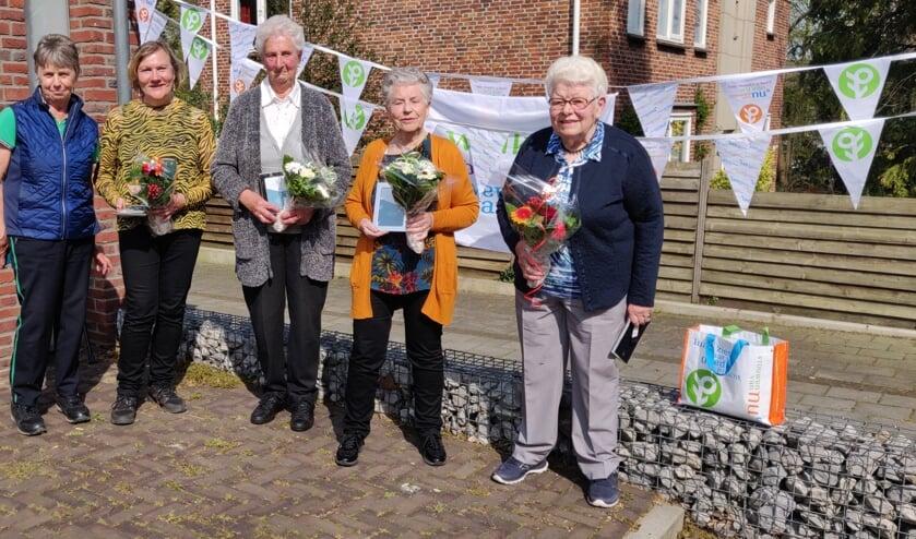 <p>De vijf jubilarissen van Vrouwen van Nu. Foto: Rob Stevens</p>