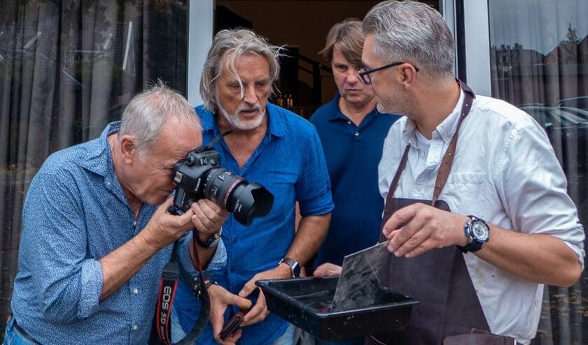 <p>Foto: De deelnemers kunnen een coachingstraject winnen bij Lawrence Mooij, hier aan het werk voor zijn Tintype Portraits. Foto: Lawrence Mooij - Dutchfoto</p>