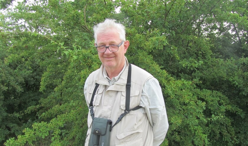 Robert Kwak in zijn domein, de trektelpost op de oude vuilnisbelt. Foto: Bernhard Harfsterkamp