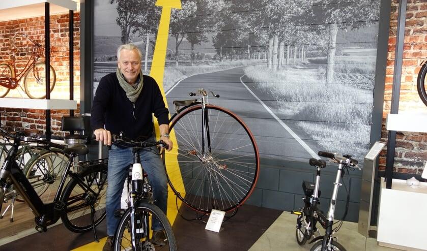 Raymond van Turnhout in de showroom. Foto: Clemens Bielen