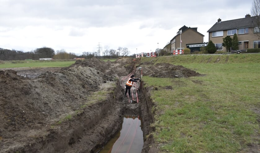 <p>Werkzaamheden op de locatie waar de kanonskogel werd gevonden. Foto&#39;s: Erfgoedcentrum Zutphen</p>
