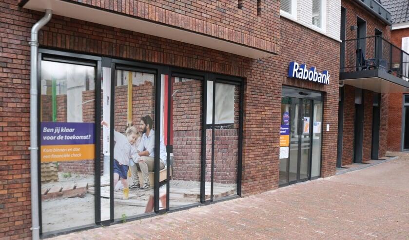 <p>Rabobankkantoor in Lochem, geopend op 25 maart 2019, blijft voorgoed gesloten. Foto: Arjen Dieperink</p>