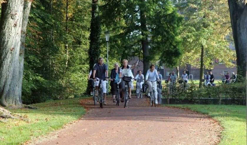 <p>Fietstocht door het park. Foto: PR Groei & Bloei Oost Gelre</p>