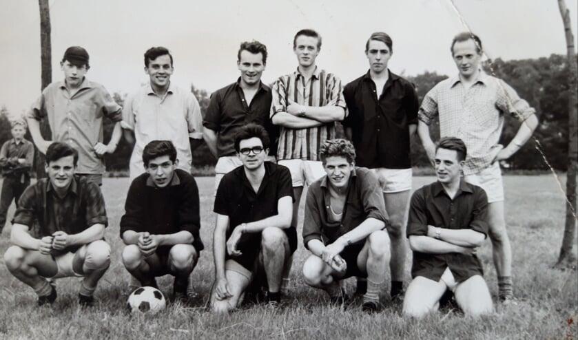 <p>Het voetbalelftal uit Dale. Foto: collectie Leo van der Linde</p>